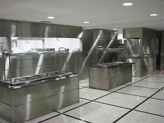 Inox nas cozinhas industriais: entenda a importância e vantagens